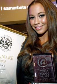 I februari vann Kenza Zouiten Stora bloggpriset i kategorin mode.