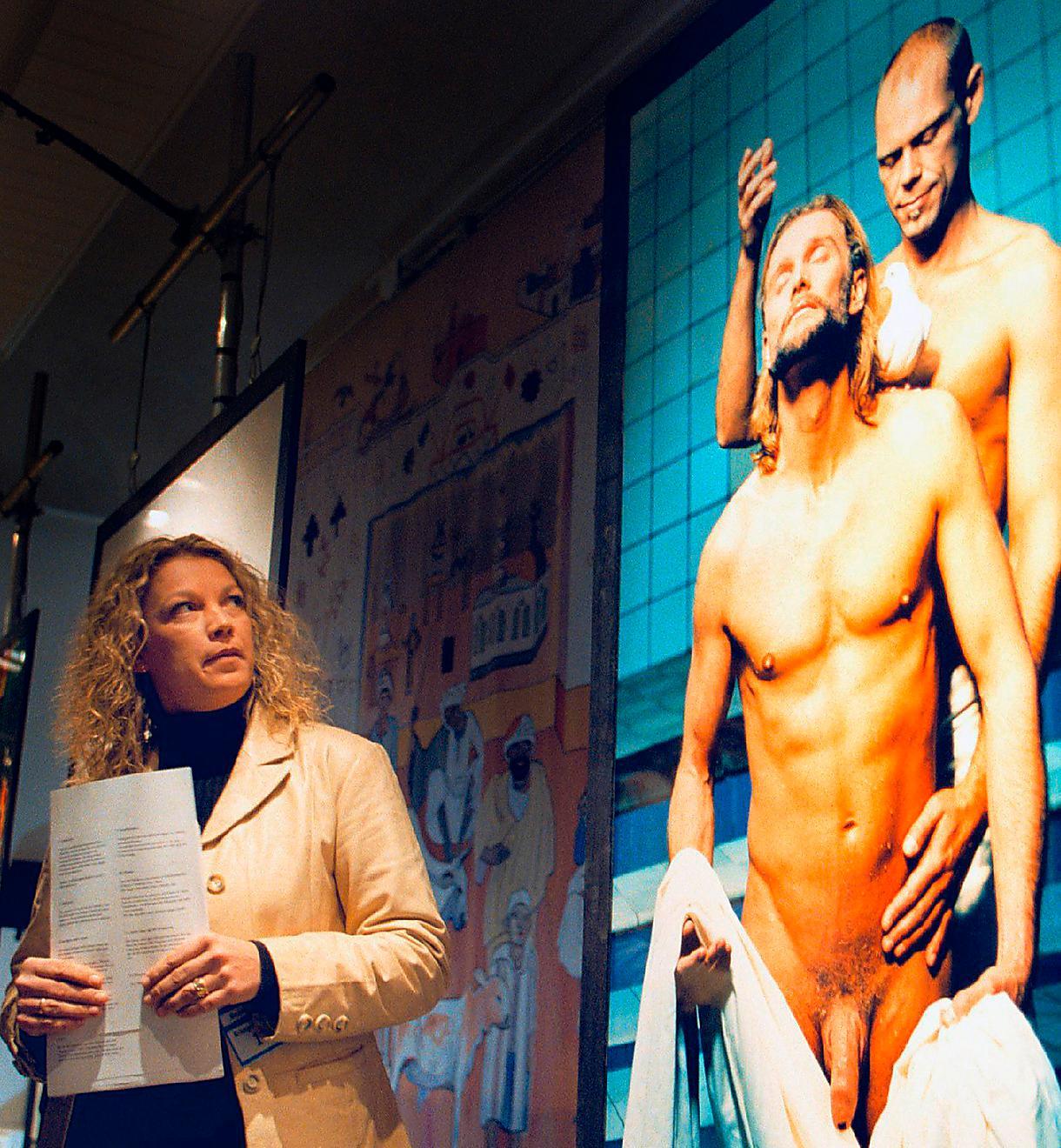 """Fotografen Elisabeth Ohlson Wallins utställning """"Ecce homo"""" vållade rabalder 1998. Om Sverige haft en liknande hädelselag som den som nu fällt en kvinna i Österrike kunde Ohlson Wallins bilder varit straffbara, skriver Petter Larsson och varnar för att Europadomstolen nu öppnar för inskränkningar i yttrandefriheten."""