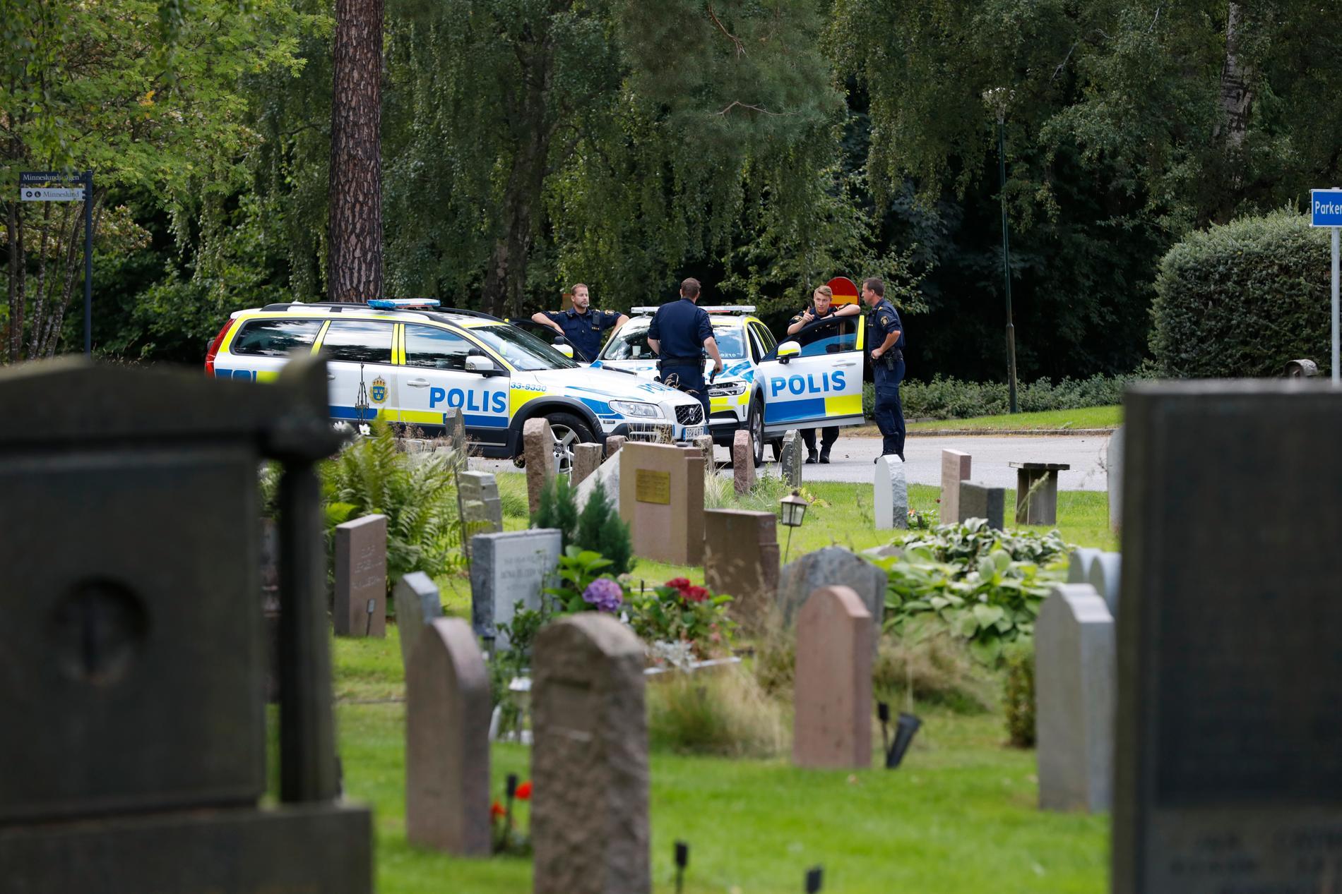Pojkarna räddades av ett förbipasserande vittne. Strax efteråt kunde polisen gripa de två misstänkta männen.
