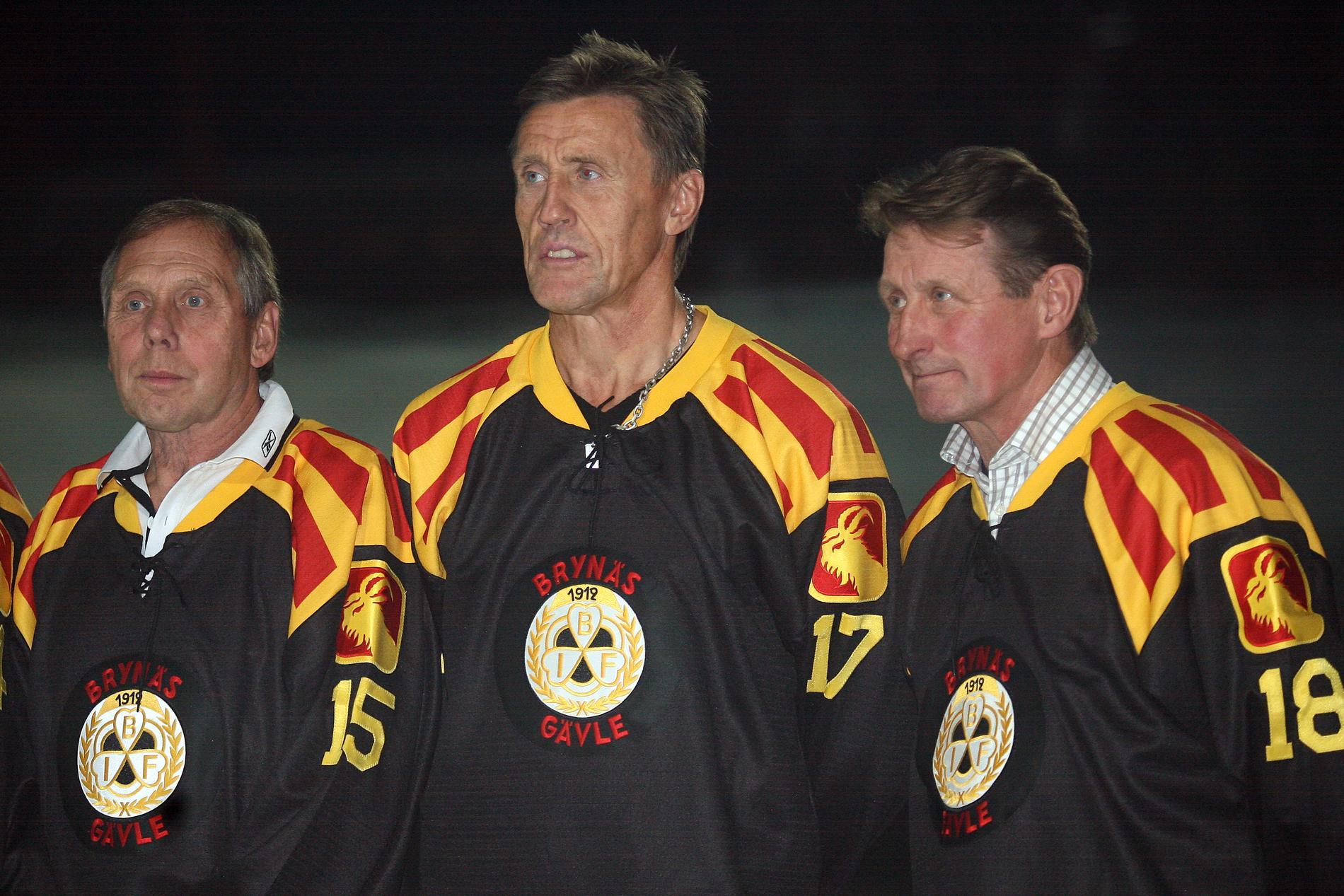 """Stefan """"Lill-Prosten"""" Karlsson (höger) tillsammans med Börje Salming (mitten) och Hans Dahllöf (vänster)."""