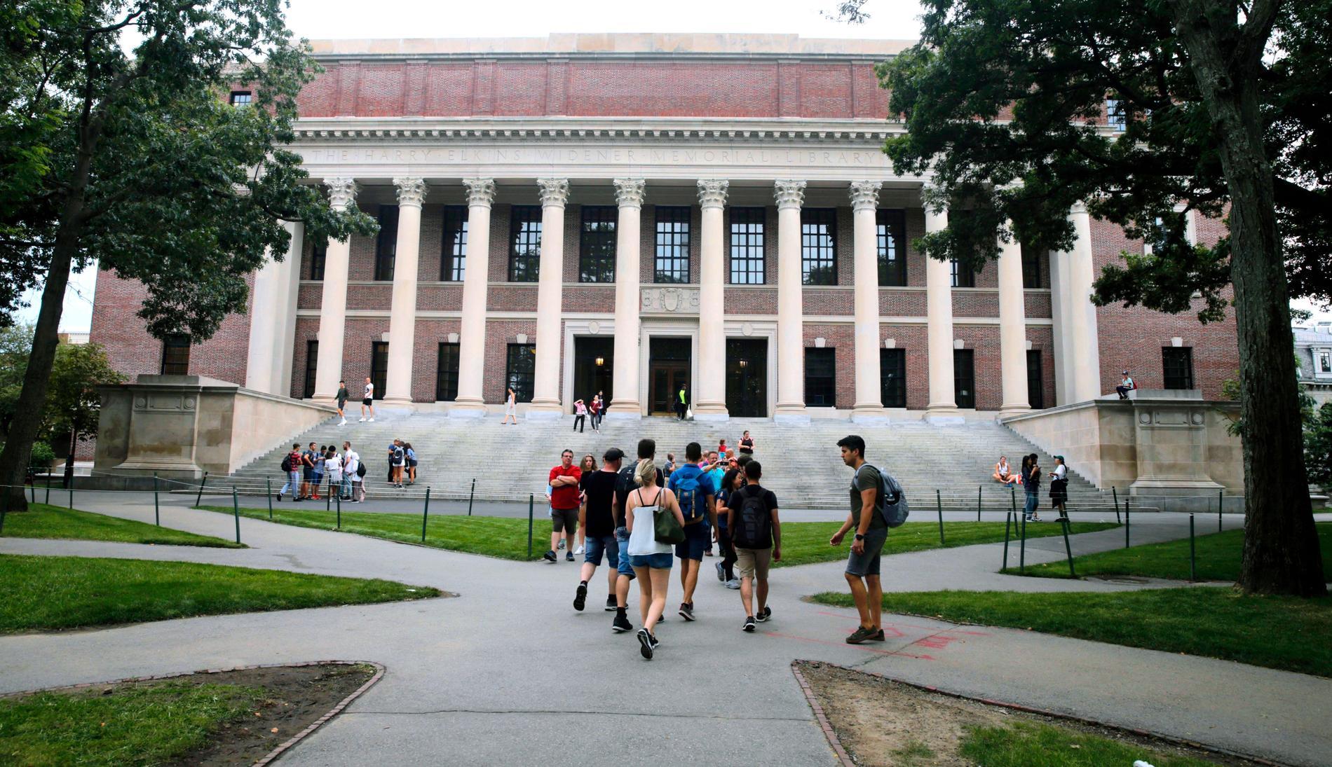 Studenter vid det anrika lärosätet Harvard i Cambridge i Massachusetts. Arkivbild.