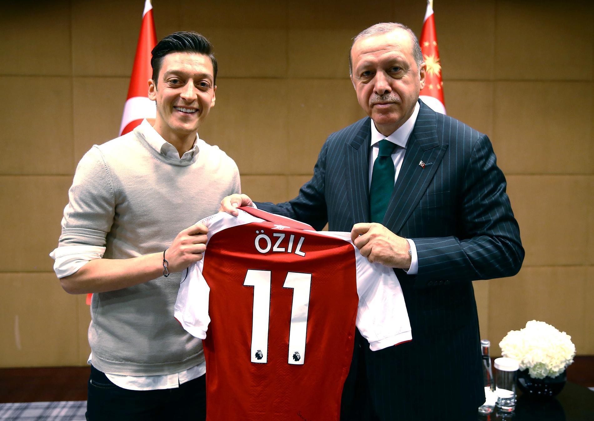 Bilden på Özil och Erdogan blev en stor snackis.