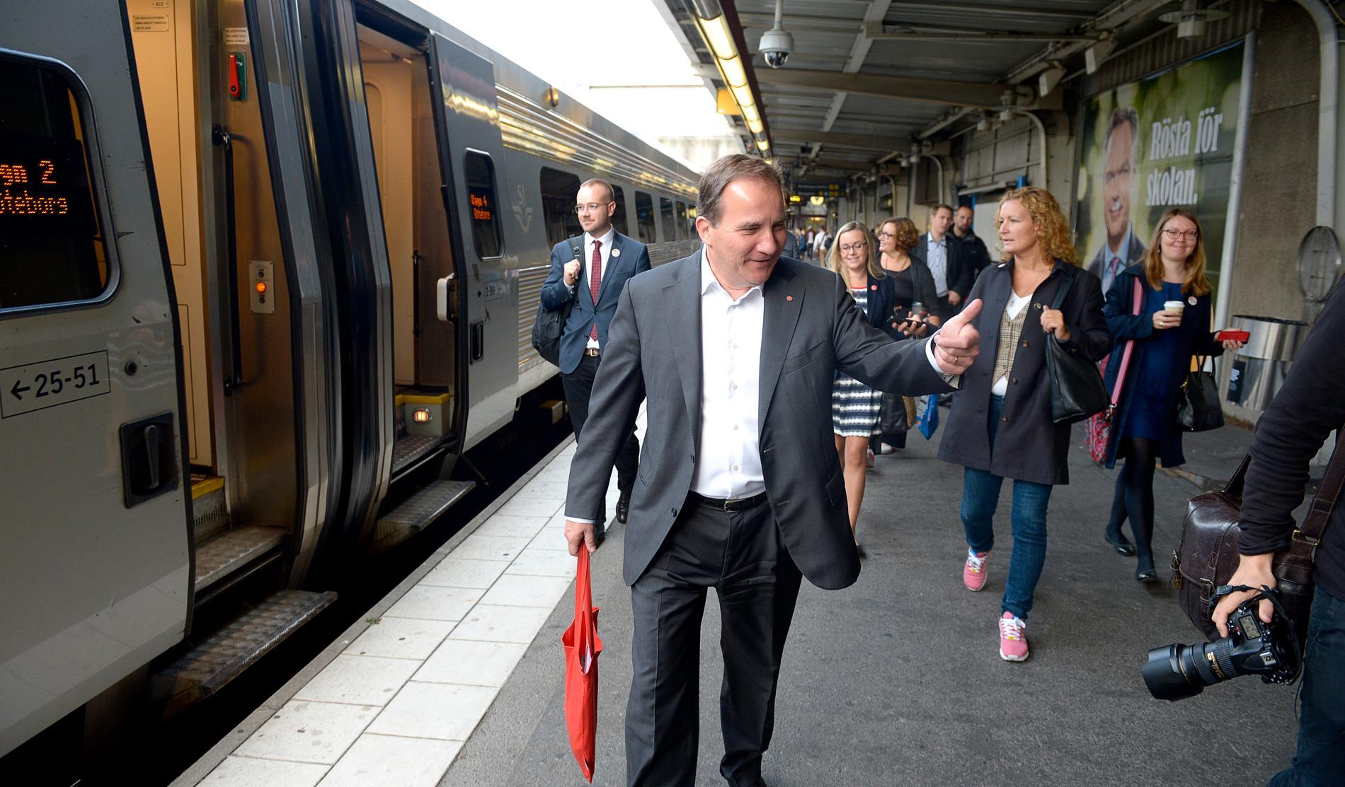 Stefan Löfven riskerar att missa tåget för nödvändiga investeringar i framtiden.