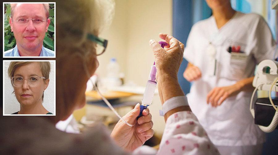 När kostnaderna ökar för inhyrd personal blir det mindre pengar över till vård. Det är dags att fokusera på upphandlingen, och ändra avtalen, skriver Johan Enfeldt och Lisa Pelling.