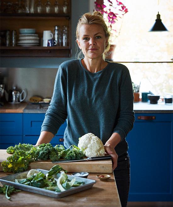 – Mitt synsätt gör överbliven mat till en lösning snarare än ett problem. Titta in i kylen och frysen och minst en sak där inne visar vägen till dagens middag. Ett problem löst. Det blir som ett slags måltidsplanering, säger matkreatören Karin Bohlin.