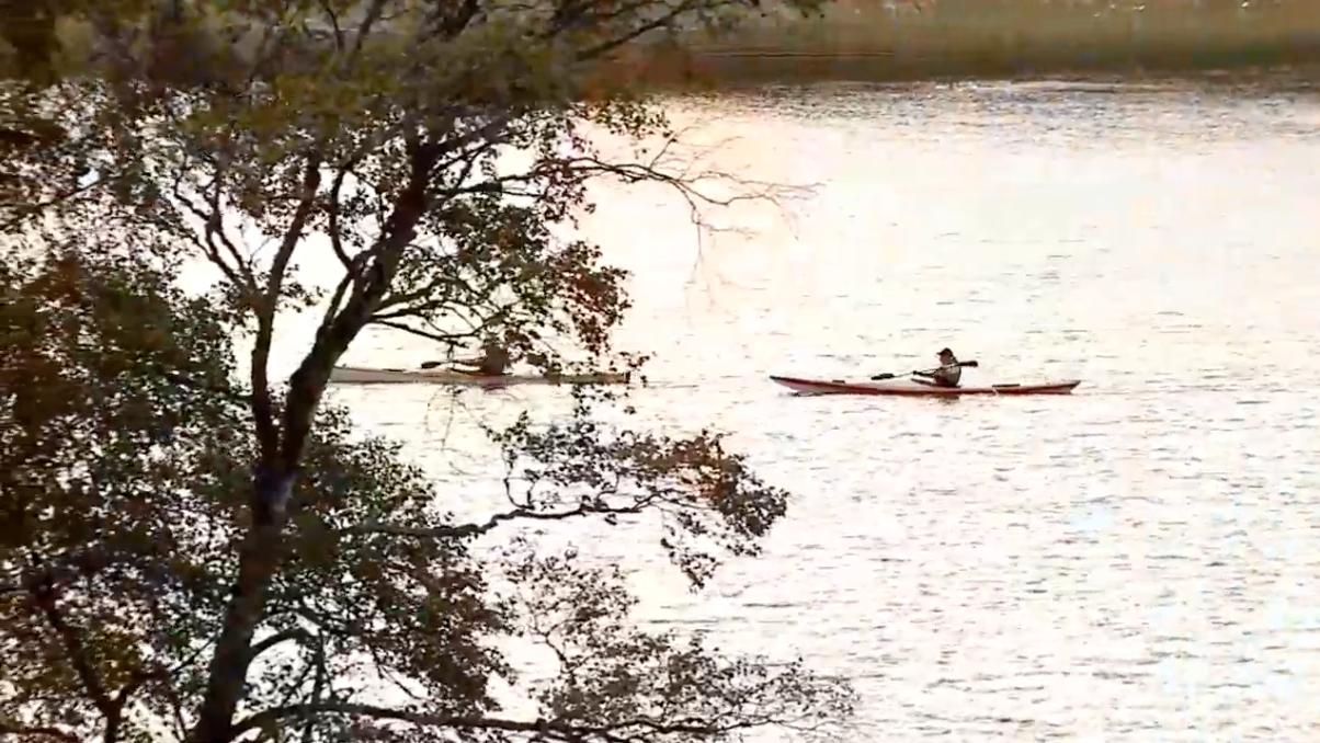 Det mest spännande i talet var två kanotister.