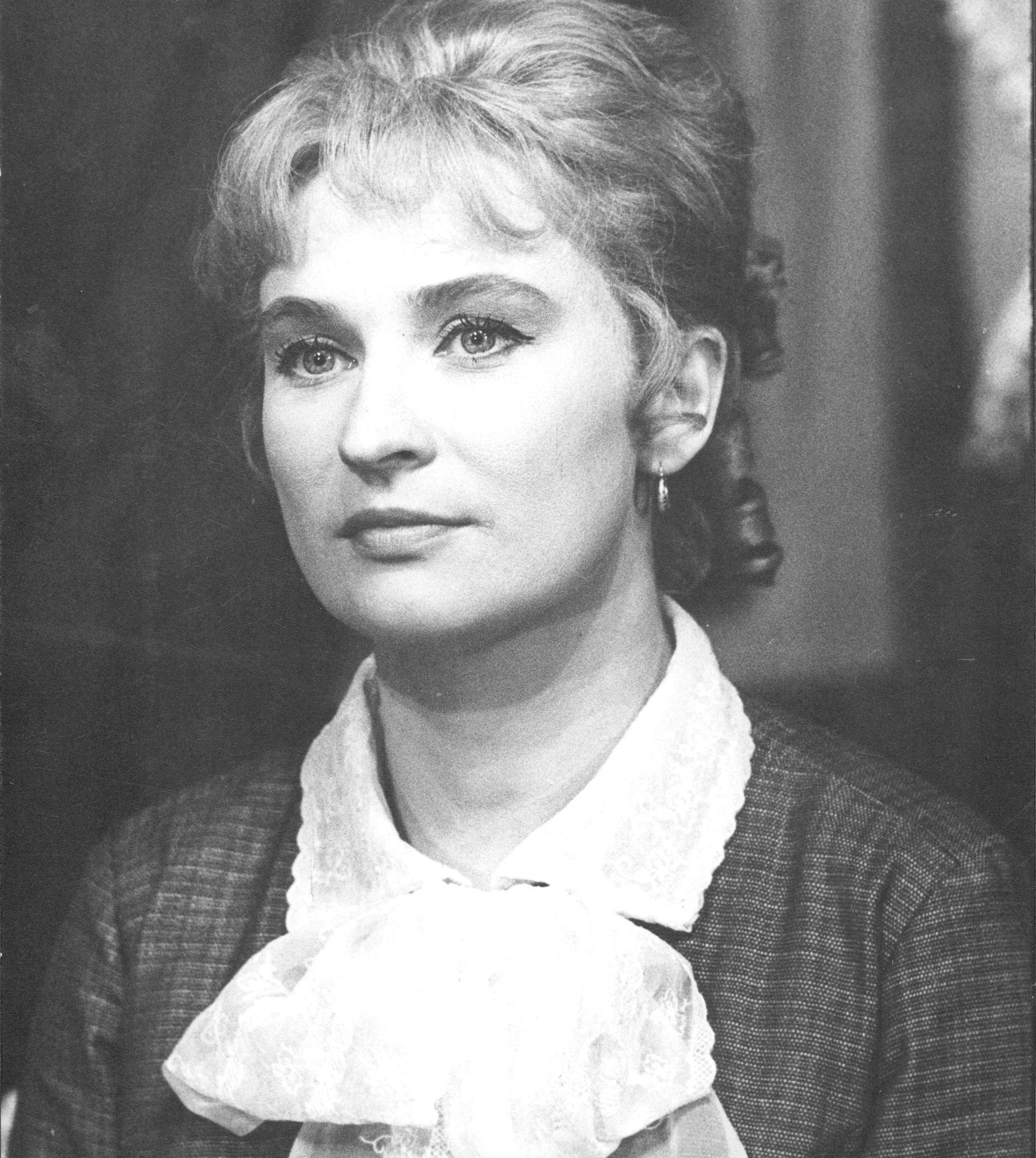 """Margreth Weivers  som Nora i """"Ett dockhem"""" 1964."""
