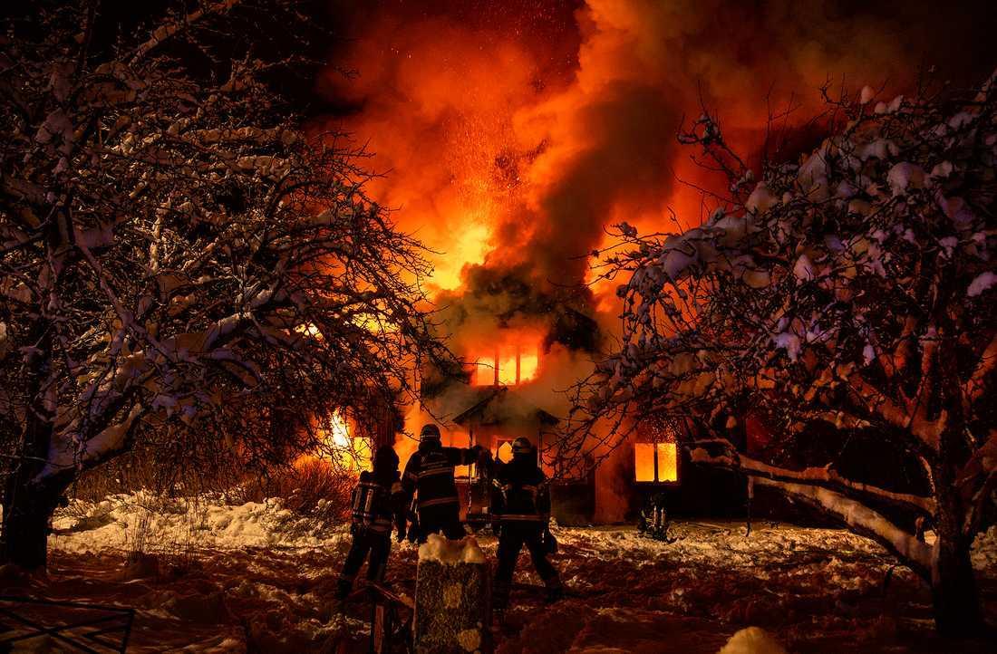 Tre ungdomar åtalas för inblandning i branden i Nässjö.