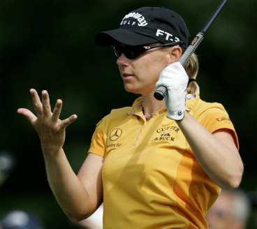 Ett, två, tre, fyra, fem... Annika Sörenstam leder inför den sista rundan med fem slag och är på väg mot en enkel seger i Majortävlingen i Maryland.
