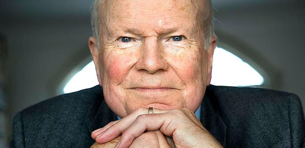 Kjell Espmark (född 1930) är sedan 1981 ledamot av Svenska Akademien.