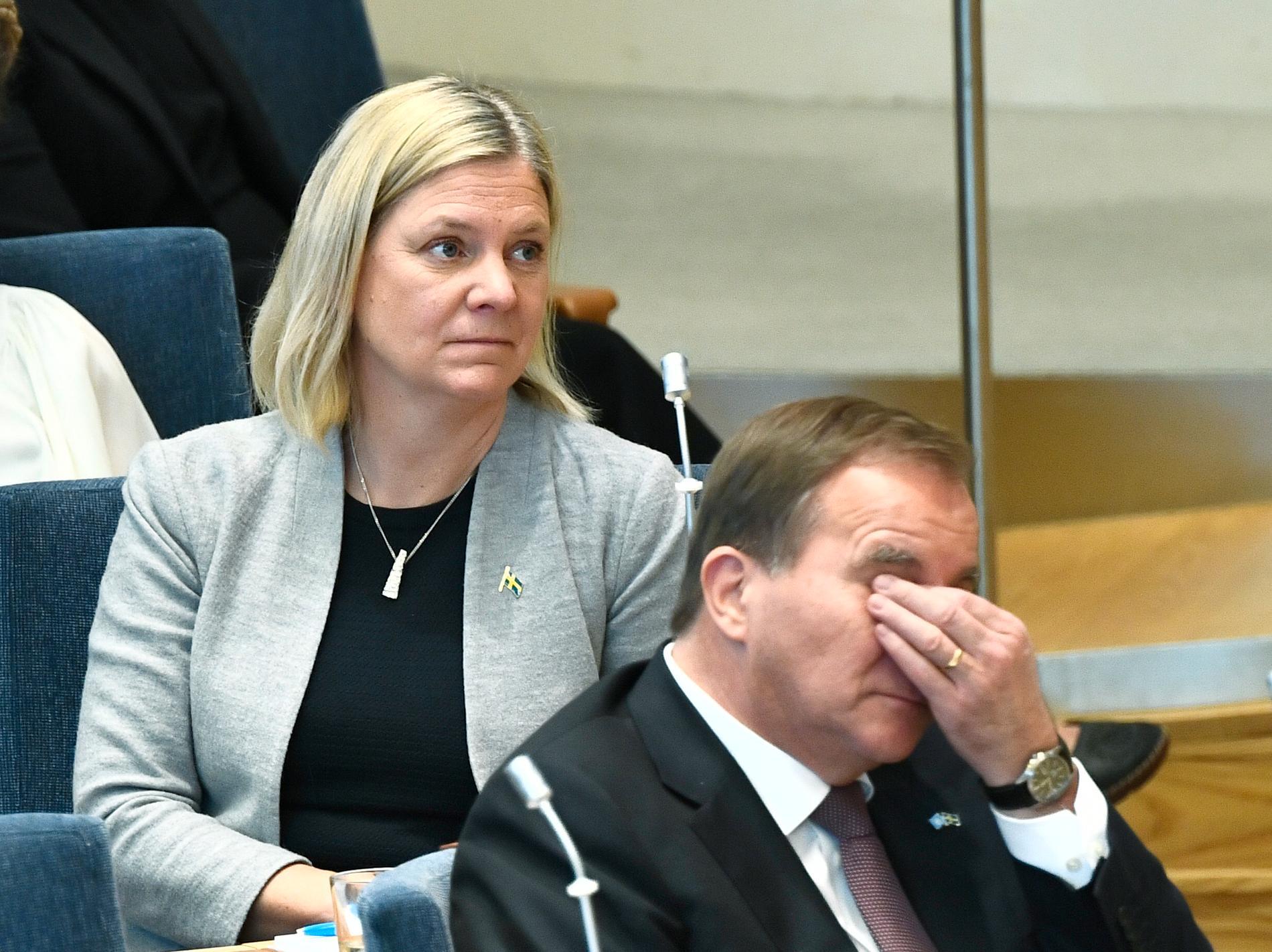 Finansminister Magdalena Andersson, och statsminister Stefan Löfven under partiledardebatten i riksdagen. Arkivbild.
