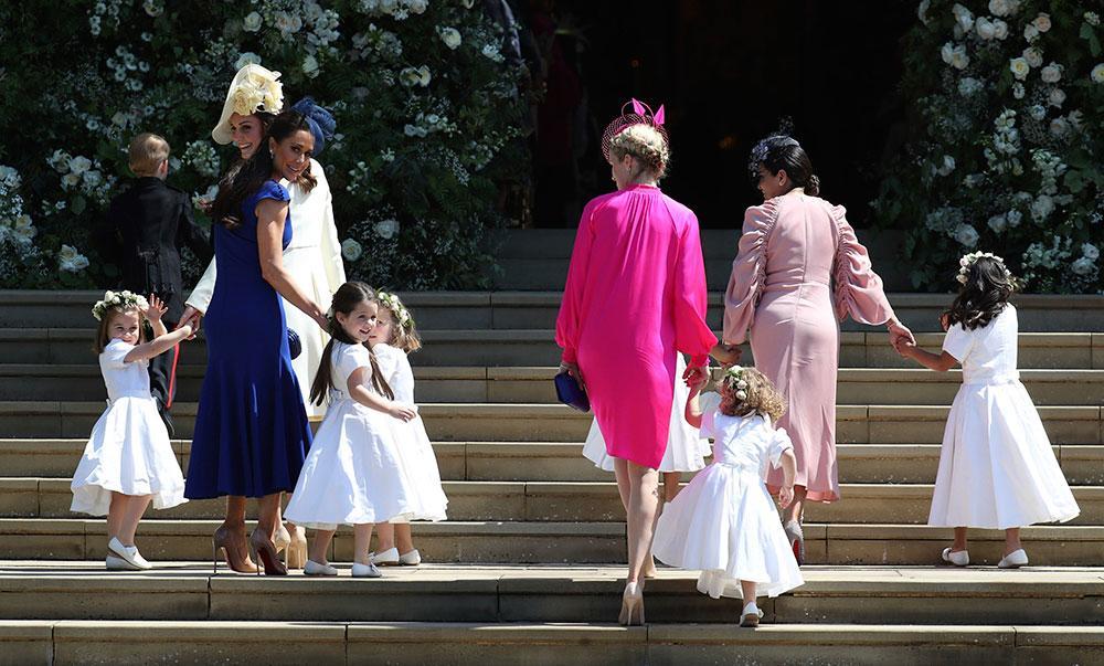 Meghan fick sin vilja igenom och barnen kunde gå barbenta in i den varma kyrkan på bröllopsdagen.