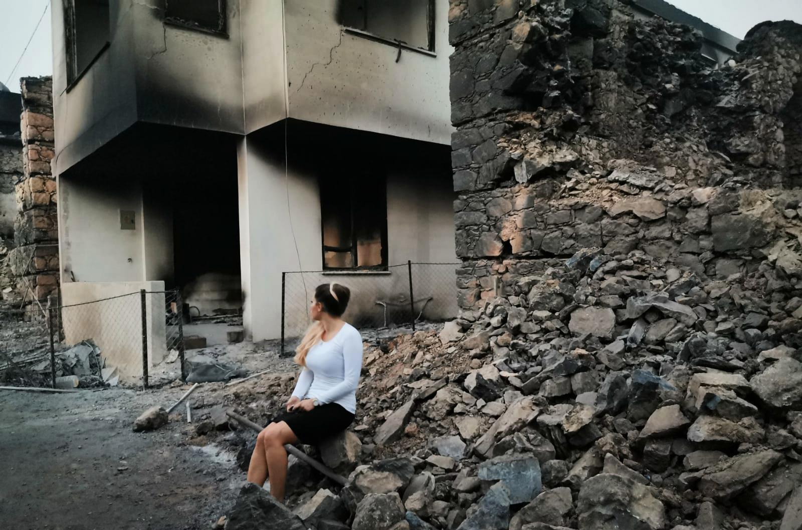 """""""Det som känns hopplöst är hur lång tid det kommer ta att bygga upp det här igen för familjerna som har förlorat allting"""", säger Johanna Vallberg."""