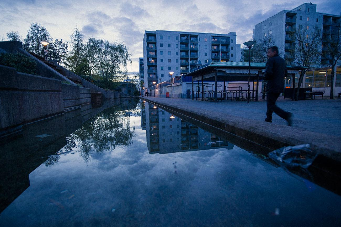 Männen begränsar kvinnors frihet här i Husby – precis som i resten av Sverige, enligt debattörerna.