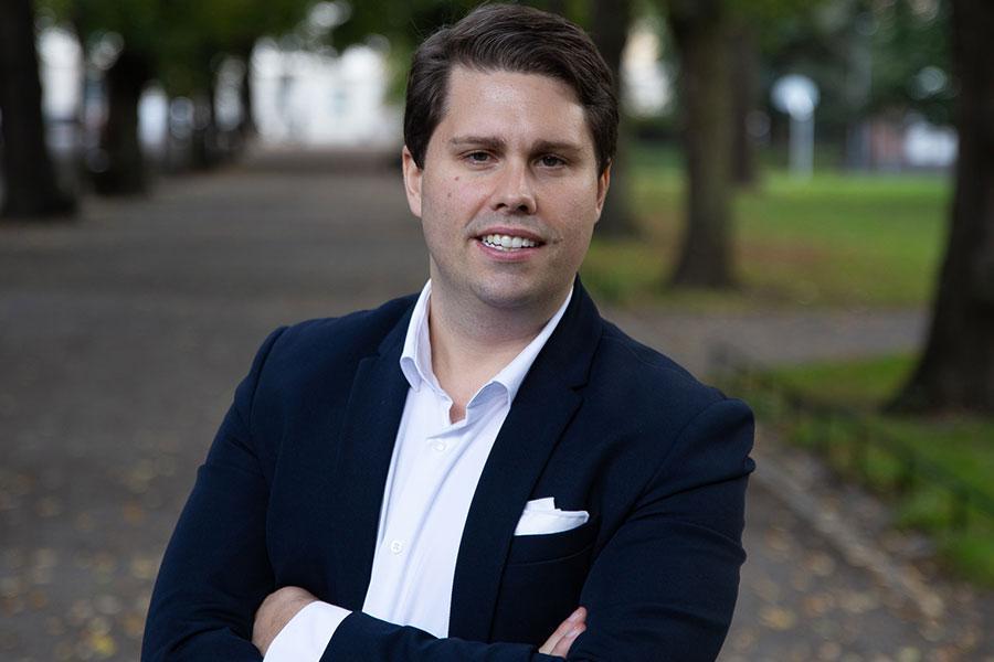 """Nicklas Andersson, sparekonom programledare för """"Uppesittarkväll"""", avslöjade ett aktietips han själv använder sig av."""