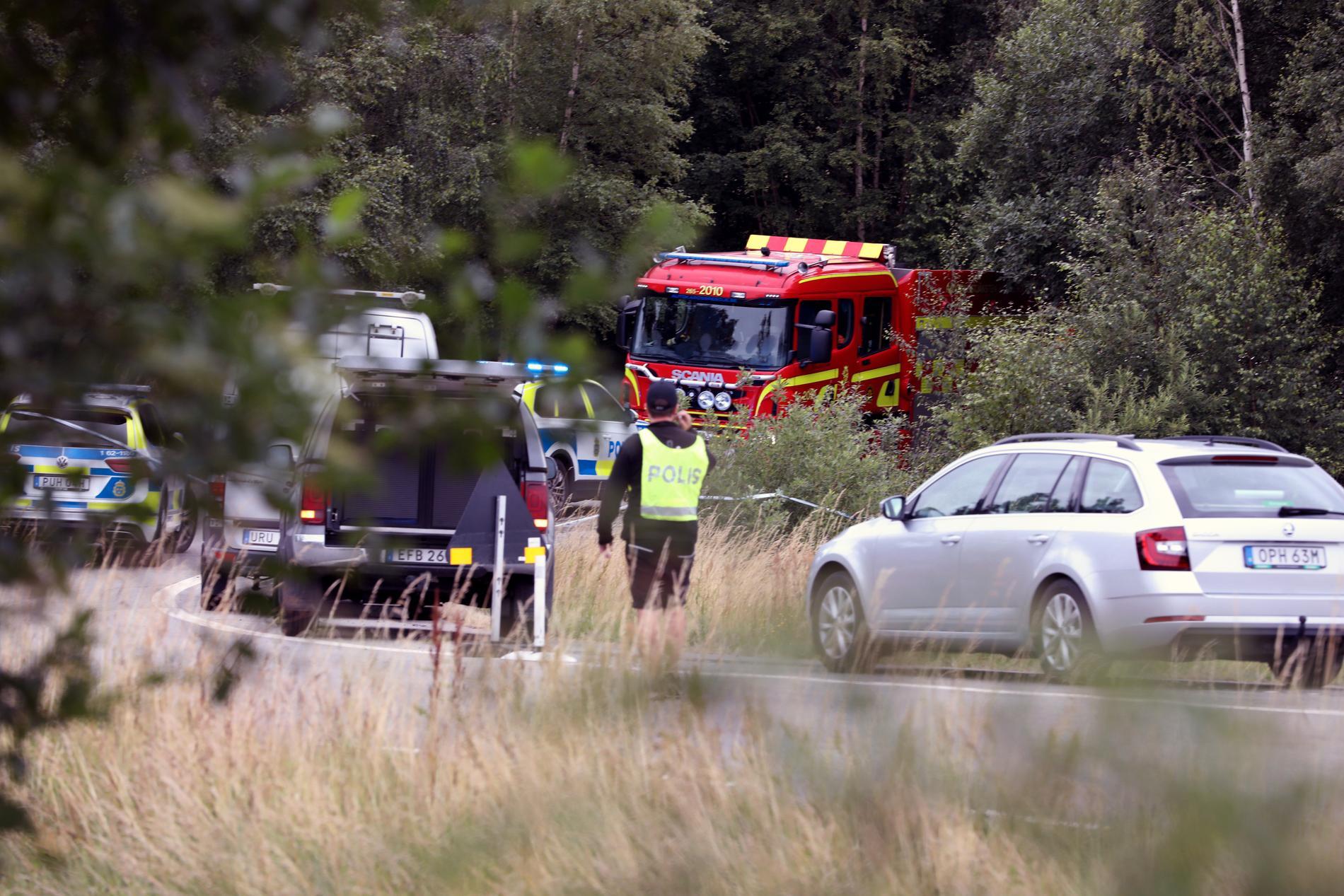 Polis och räddningspersonal på olycksplatsen