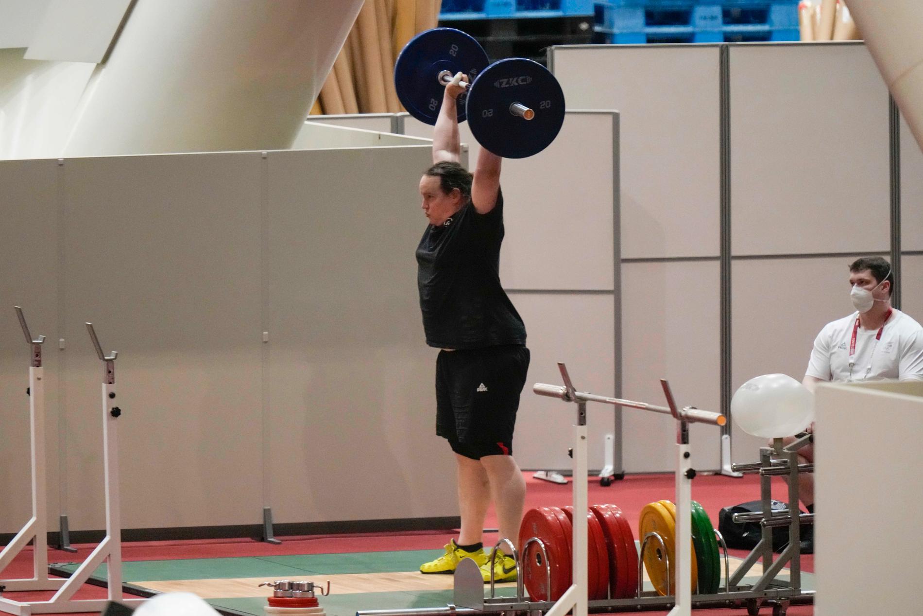Laurel Hubbard under ett träningspass i samband med OS i Tokyo.