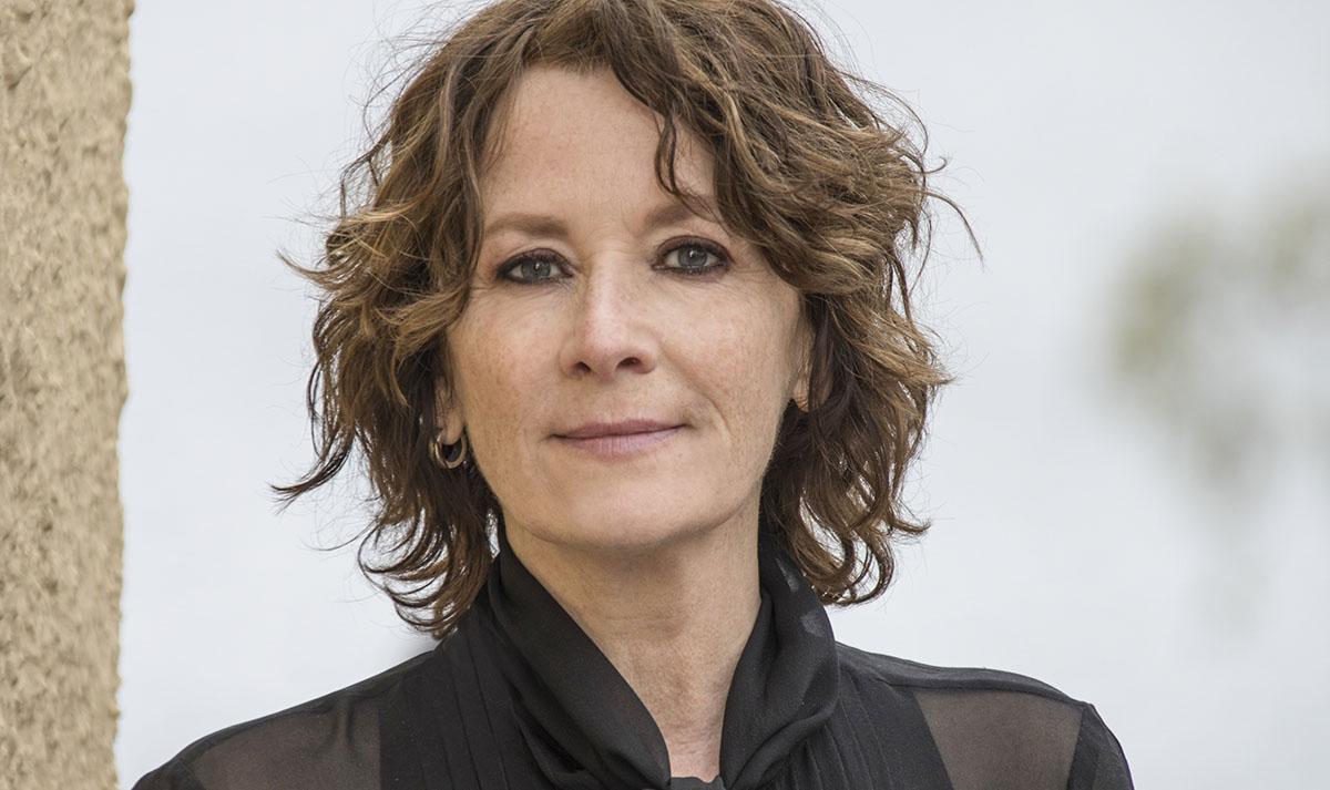 """Mian Lodalen (född 1962) har just utkommit med """"Lesbiska ligan"""", den andra fristående delen av hennes romanserie om lesbiskt liv i Sverige under 1900-talet."""