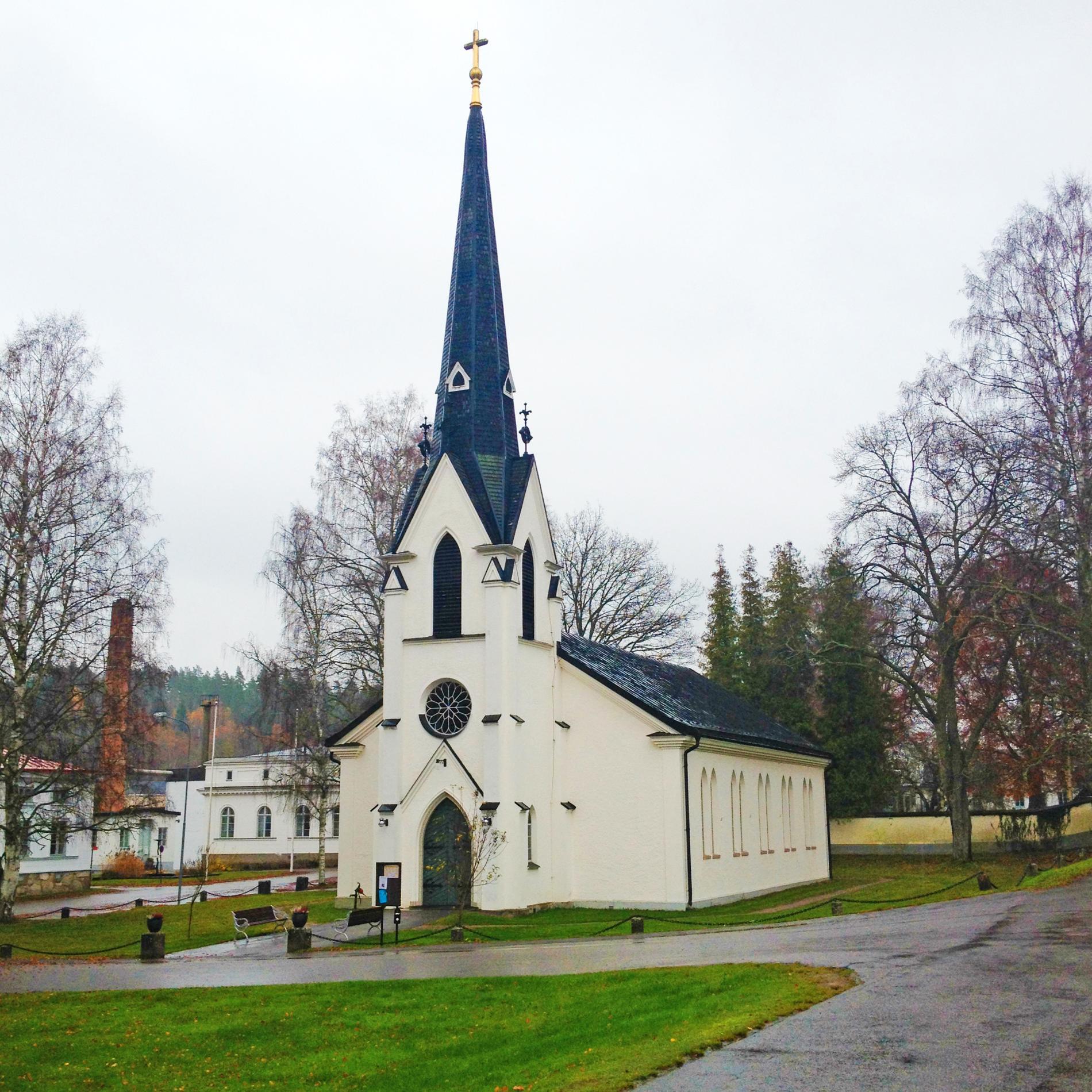 Douglas kommer från Överum i Västerviks kommun. Överums kyrka på bilden.