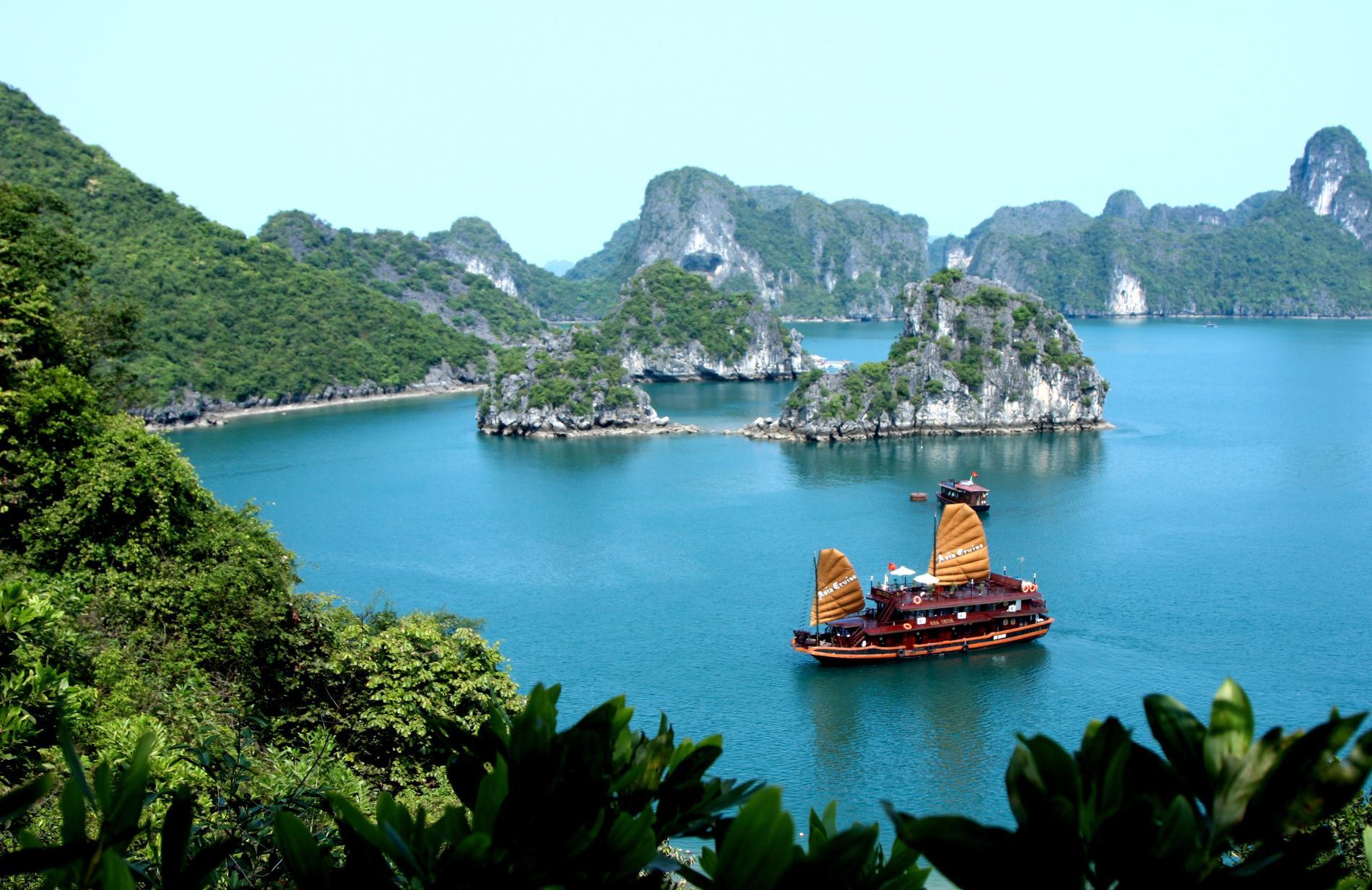 Den nedstigande drakens bukt ligger i norra Vietnam.