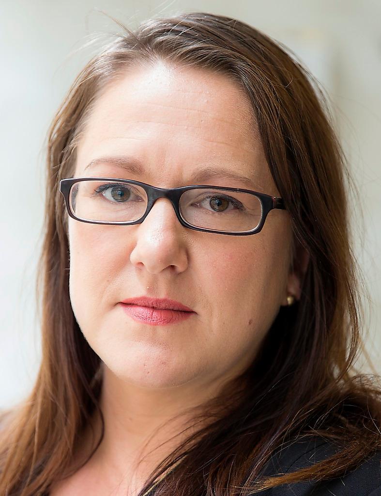 """Norska journalisten och författaren Marte Michelet har bland annat startat den feministiska tidskriften """"Fett"""" och kampanjen """"Sett grenser"""" som informerade om sexuella trakasserier i norska skolor. Hon är bosatt i Stockholm."""