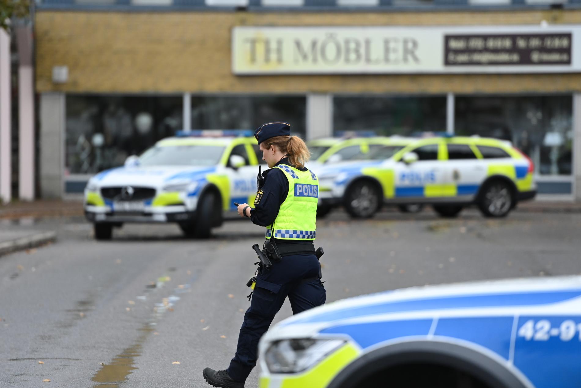 Stort polispådrag efter dödsskjutningen i Skäggetorp.