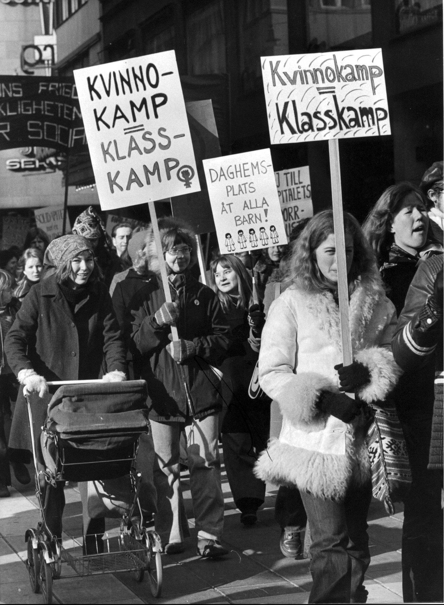 Kvinnodemonstration på internationella kvinnodagen 1974, Stockholm.
