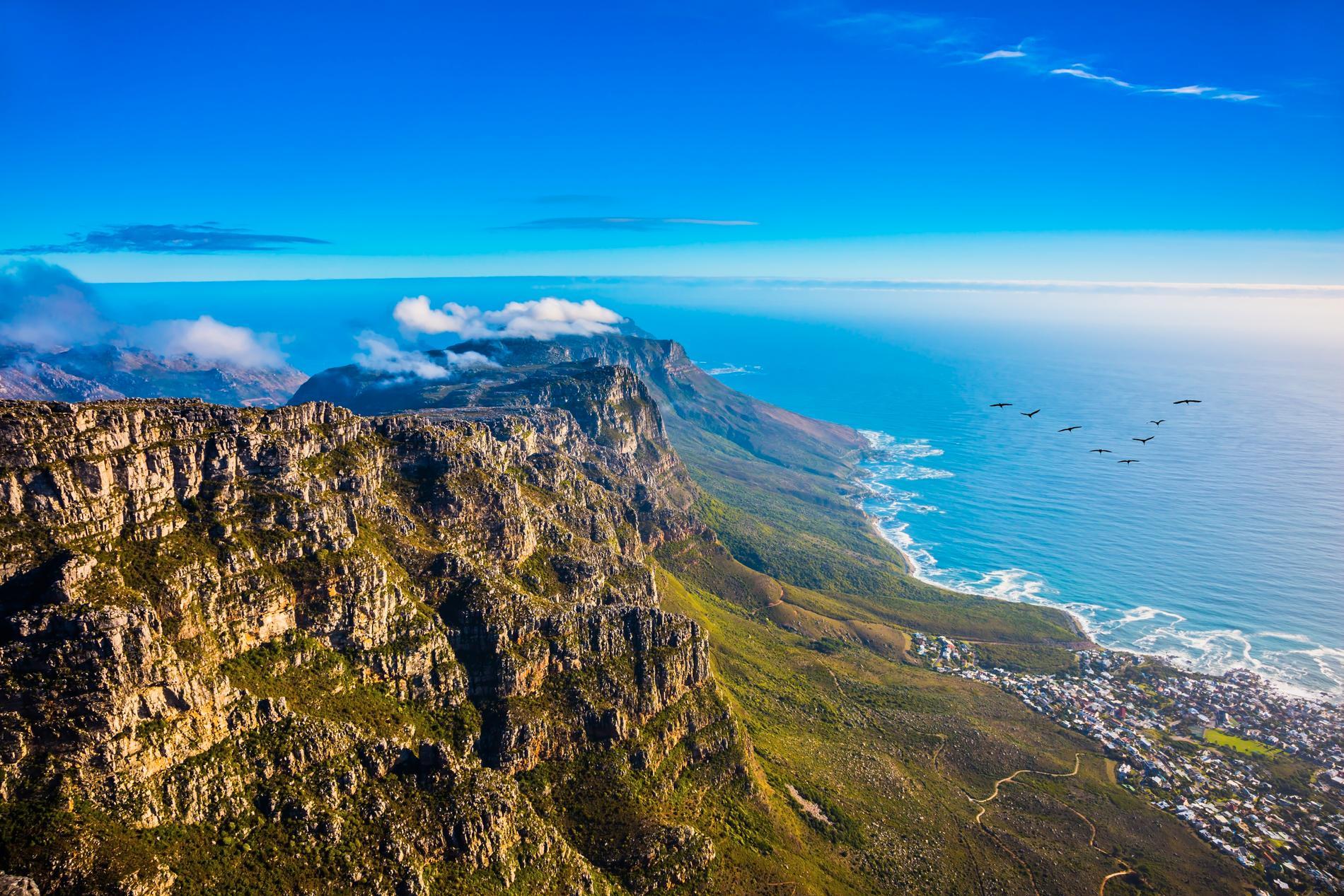 Taffelberget är en populär turistattraktion söder om Kapstaden, och det finns en linbana upp.