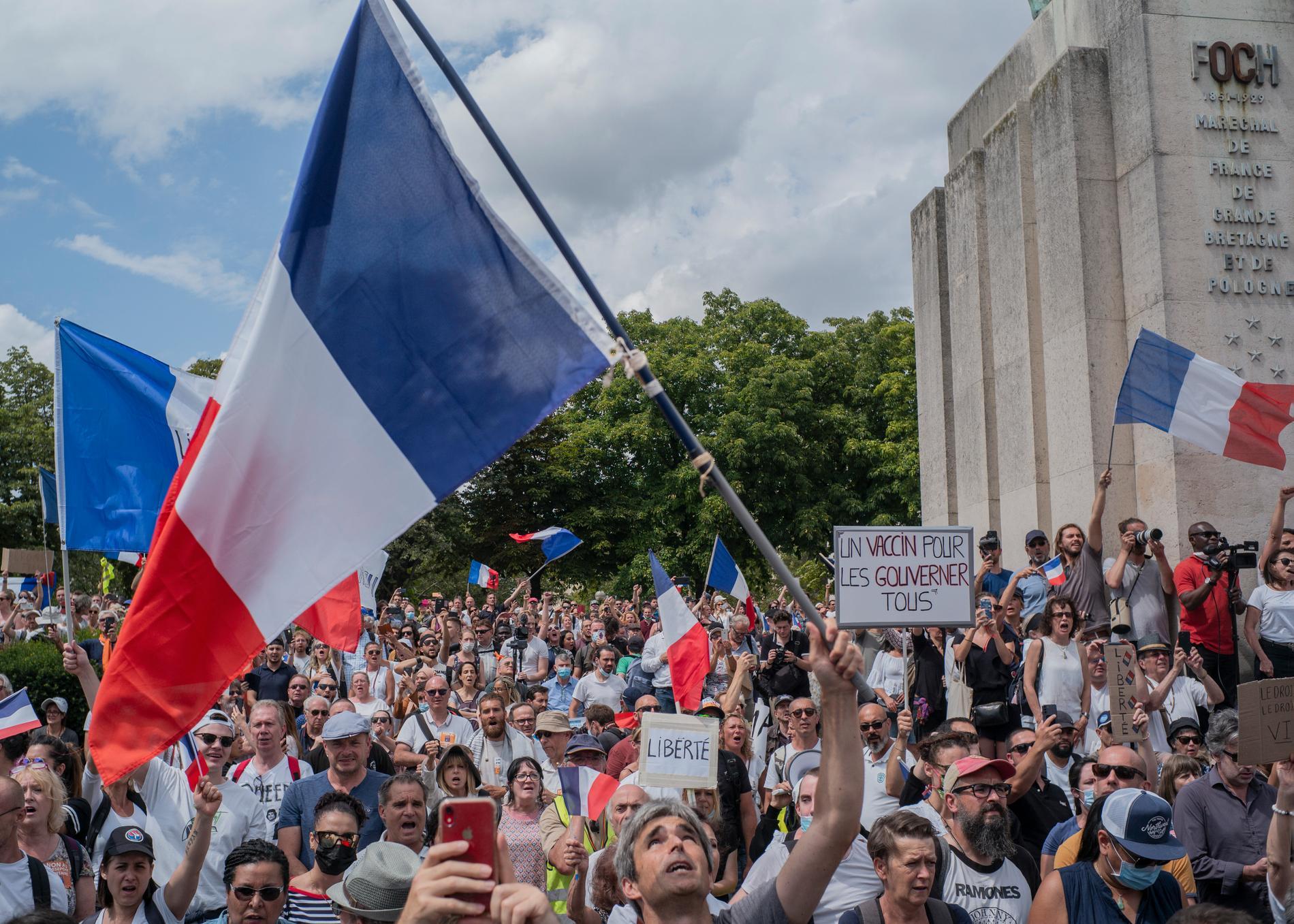 Över hundra tusen demonstrerade på lördagen mot Frankrikes vaccinregler.