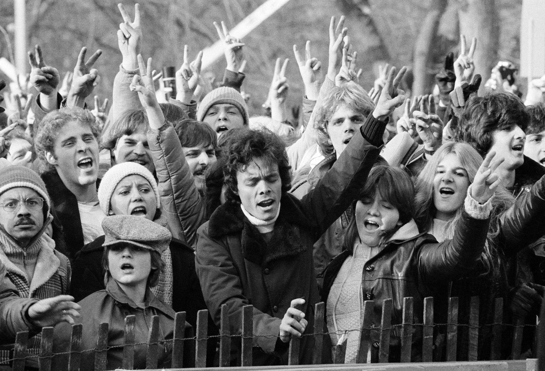 "Efter John Lennons död samlades 100 000 besökare i Central park och sjöng ""Give peace a chance""."