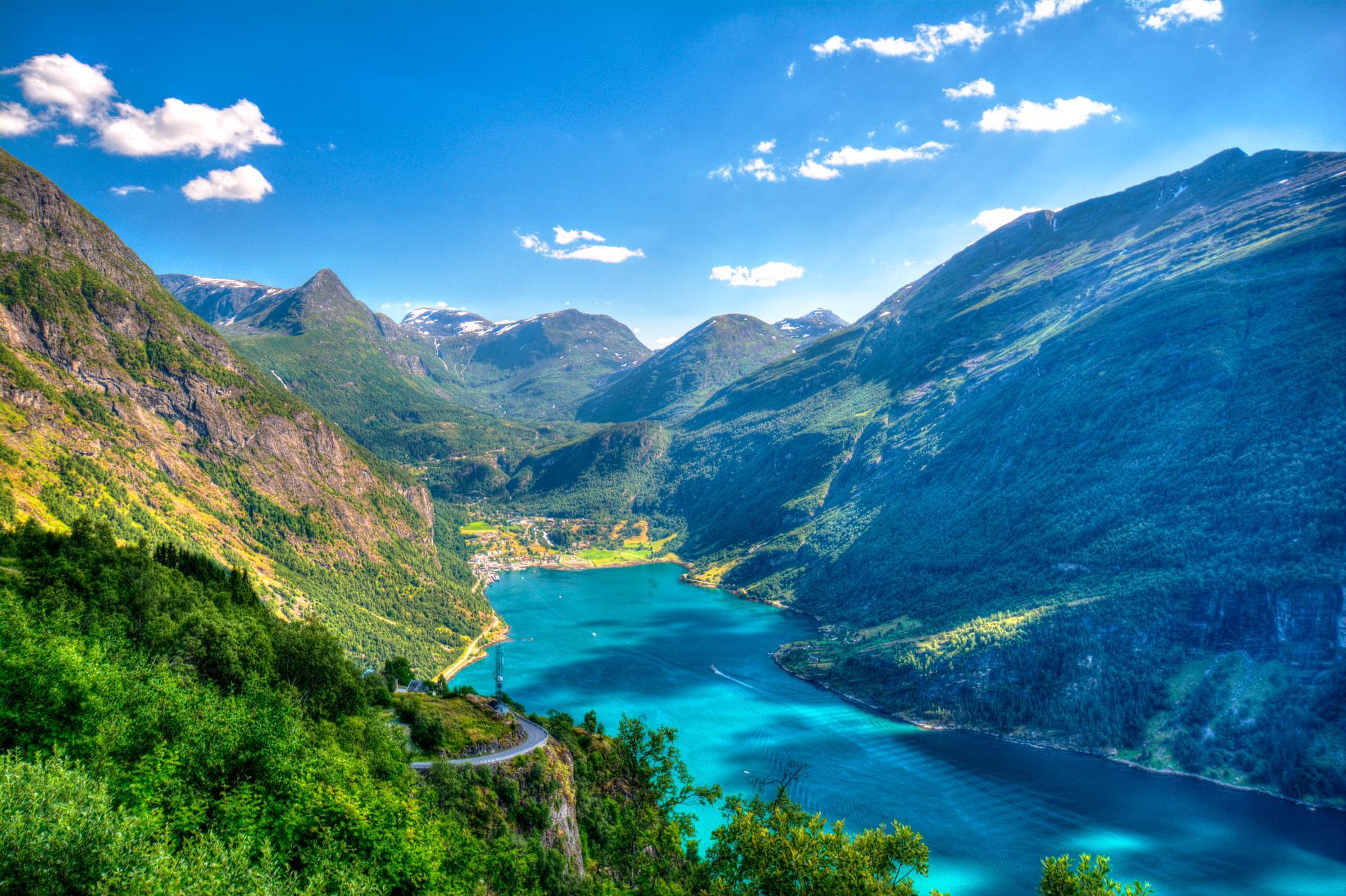En av Norges många vackra fjordar är Geirangerfjorden.