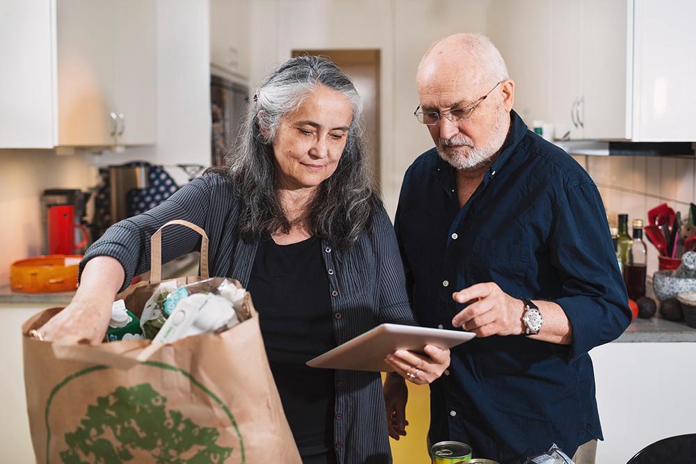 Att handla mat online kan kosta betydligt mer än i butiken.