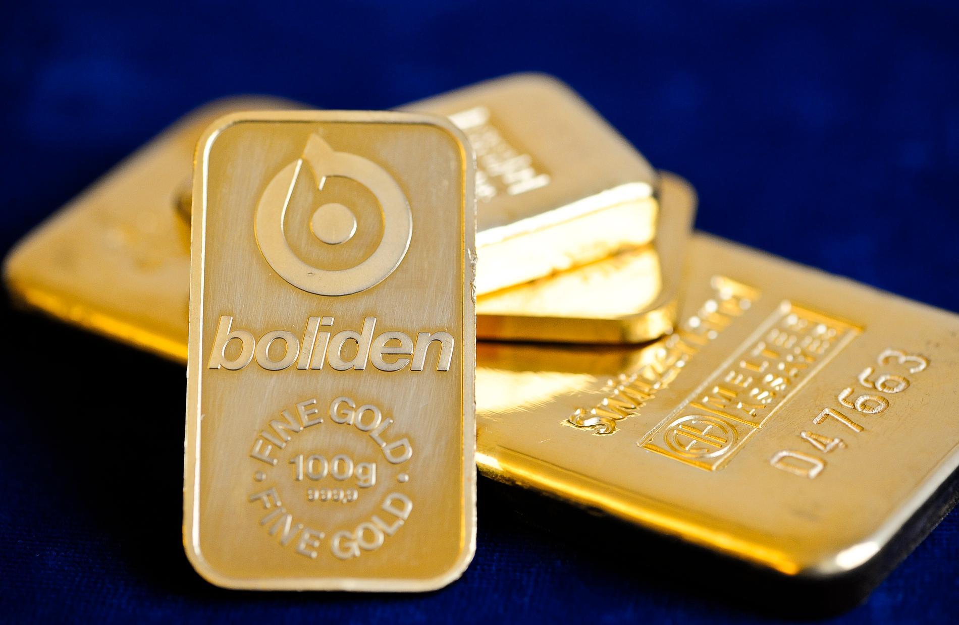 Att smida guld till tackor eller andra föremål är en urgammal och känd teknik. Nu har forskare vid Chalmers upptäckt att ett guldföremåls yta kan fås att smälta i ett elektronmikroskop. Arkivbild.