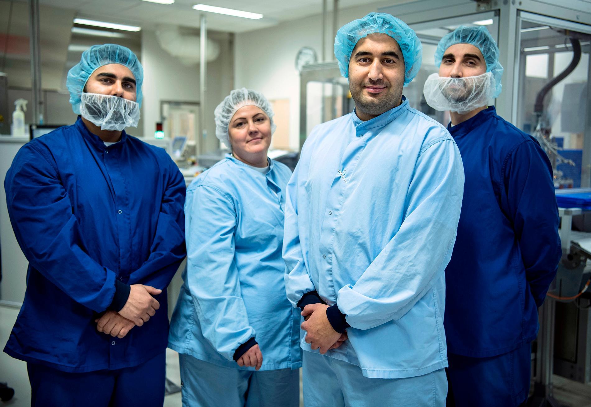 Edward El-Zuoki, Maria Liefvegren, Fares Youssef och Bernar El-Zuoki samlade igen där Fares sjönk ihop livlös men räddades till livet. För det fick vännerna priset Årets Hjärt-lungräddare av Riksförbundet HjärtLung. – Ni är hjältar allihop, säger han till kollegerna.