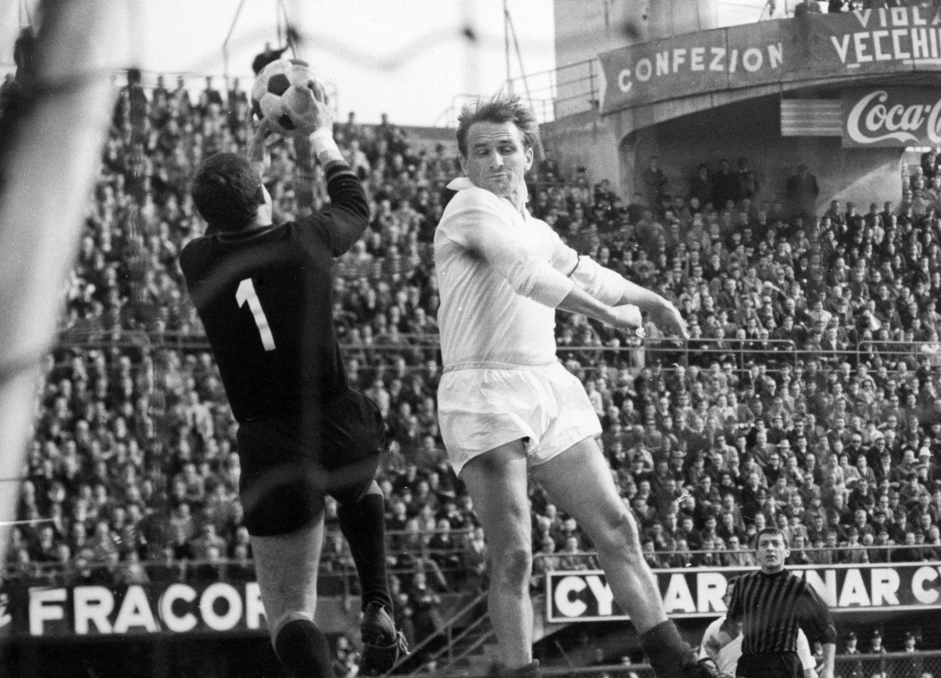 Vlahovic är först sedan Kurt Hamrin (bilden) att göra ett äkta Hattrick i Fiorentina.