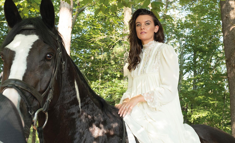 """Sätter sig på höga hästar? """"SMILF""""-skaparen Frankie Shaw har bland annat anklagats för att köra över sina medarbetare."""