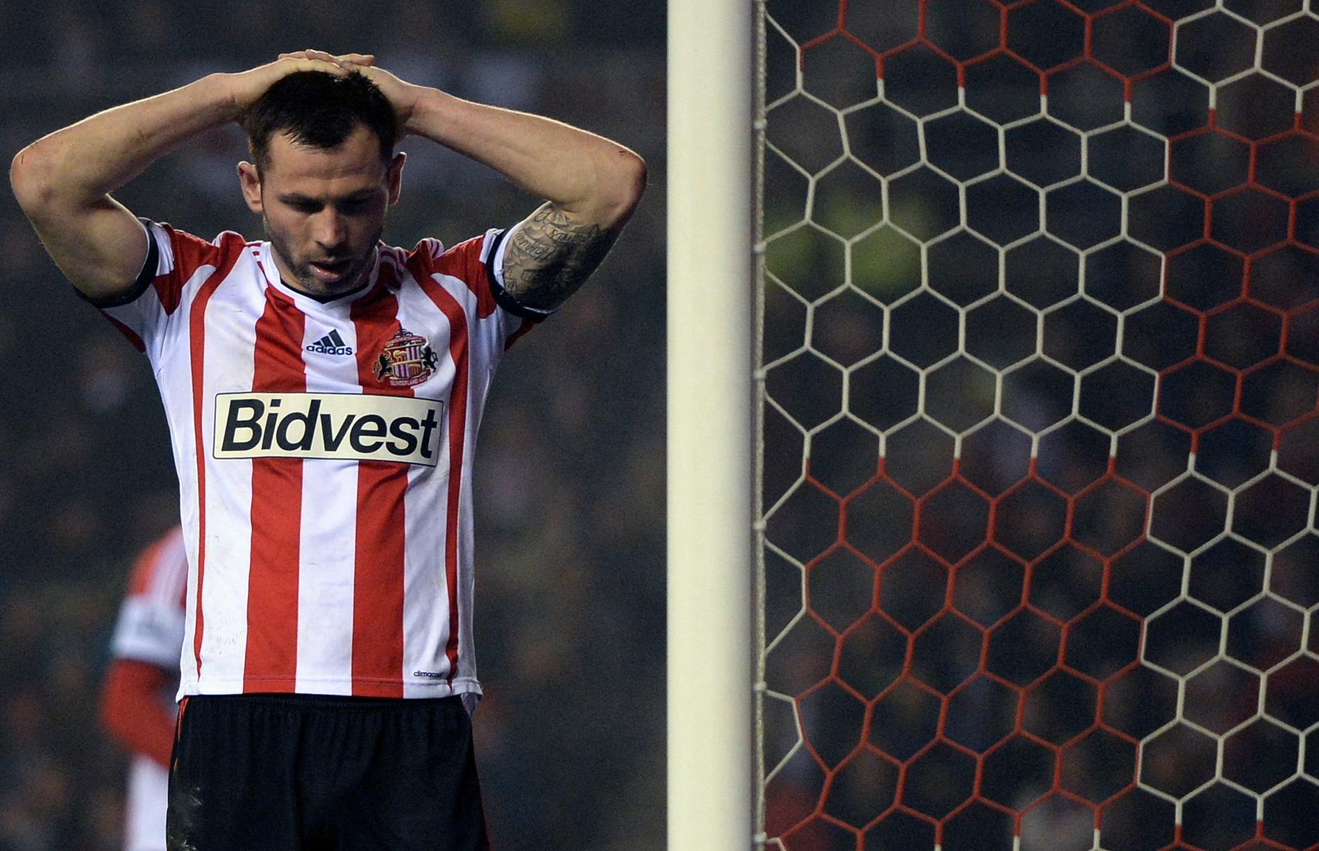 Sunderlands Phil Bardsley deppar efter en missad målchans i går.