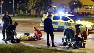De två tonårsflickorna skadades svårt när de blev påkörda på övergångsstället.