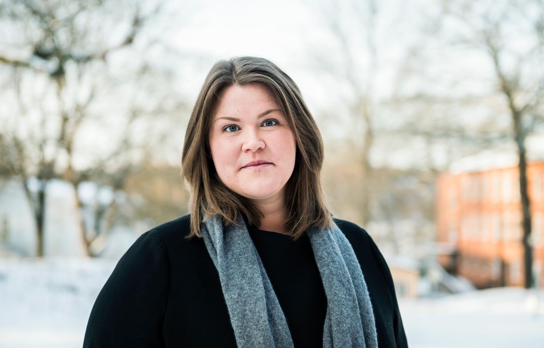 Lena Låstad, forskare och doktor i psykologi, tycker att de som är oroliga tjänar på att ta reda på mycket fakta om läget.  Foto: CAROLINA BYRMO