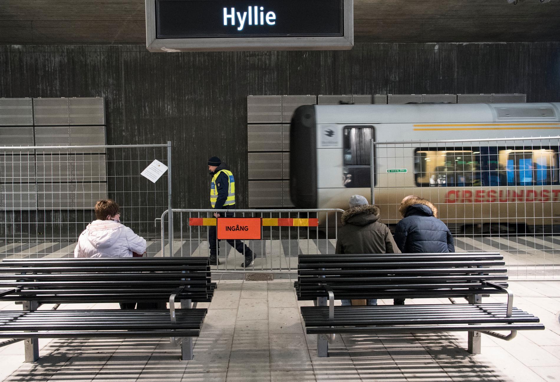 En insats av polisen på tåget i Hyllie har väckt ilska. Arkivbild.