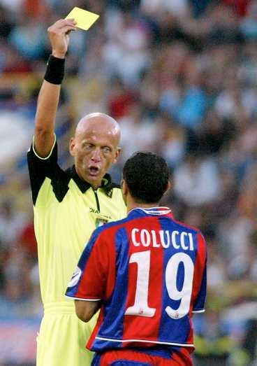 Pierluigi Collina har delat ut sina sista kort i serie A. Igår dömde han sin sista match när Bologna fick lämna serien.