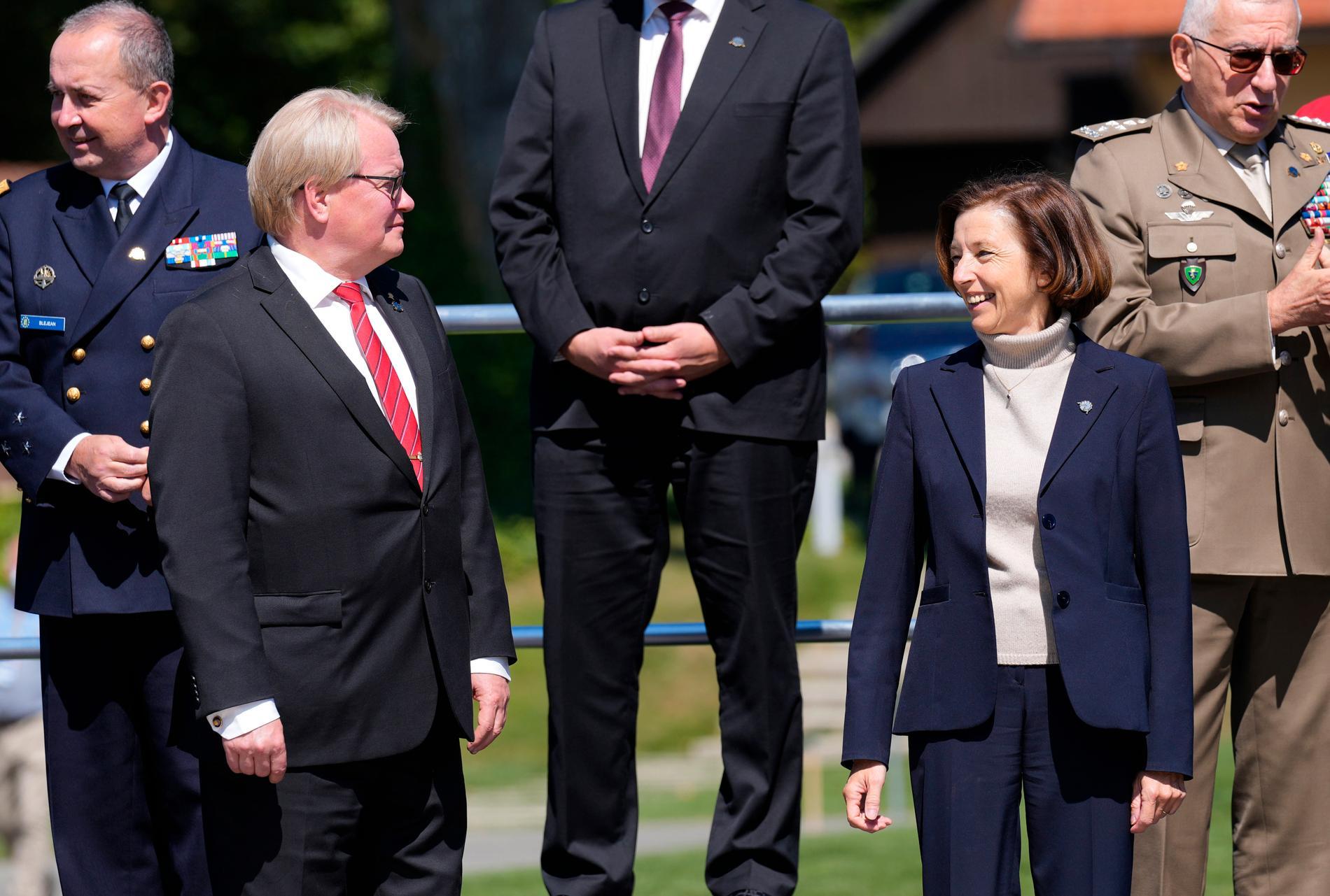 Peter Hultqvist (andra från vänster) och Florence Parly (andra från höger) i samband med ett möte för EU:s försvarsministrar i Slovenien i början av september.