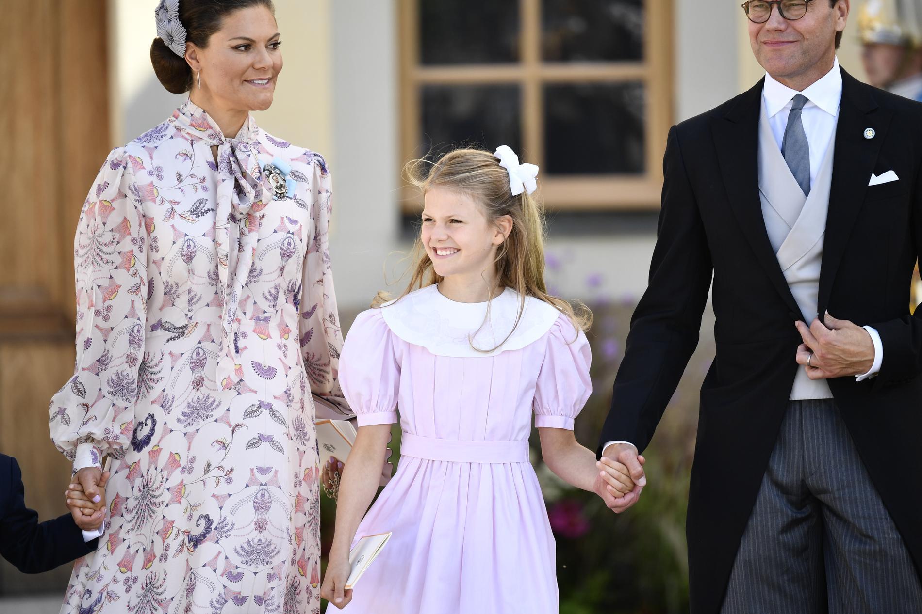 Kronprinsessan Victoria, prinsessan Estelle och prins Daniel.