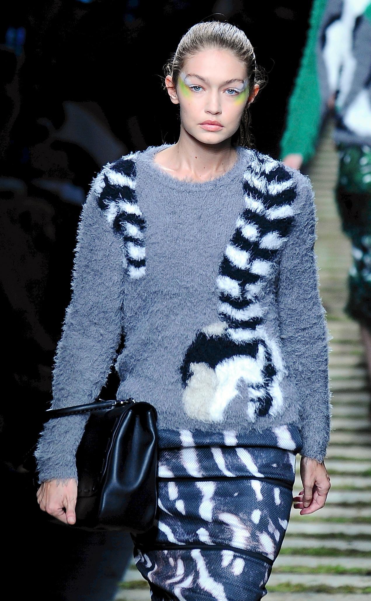 Modellen Gigi Hadid, 21, attackerades i Milano under modeveckan i staden.