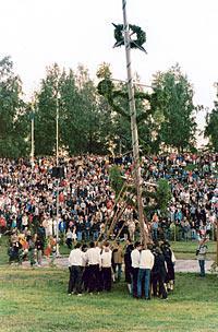 I Leksand ska midsommarfirarna kunna resa sin stång helt utan regnstänk.