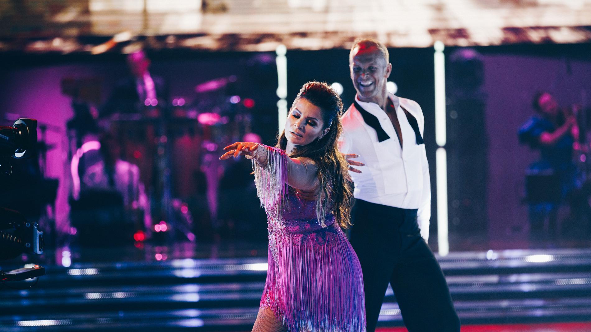 """Carola Häggkvist och Tobias Karlsson i """"Let's dance""""."""