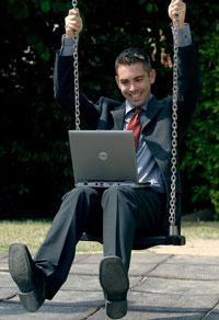 LEKANDE LÄTT Många blir less på jobbet under hösten. Men med små enkla knep kan du få arbetsglädjen tillbaka.