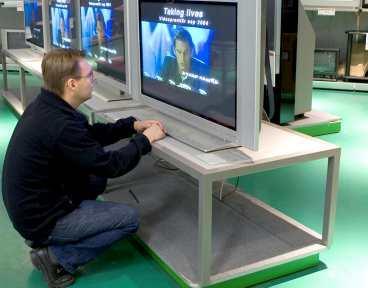 Dags för ny tv? Det kan vara en god idé att göra slag i saken och köpa en apparat just nu.