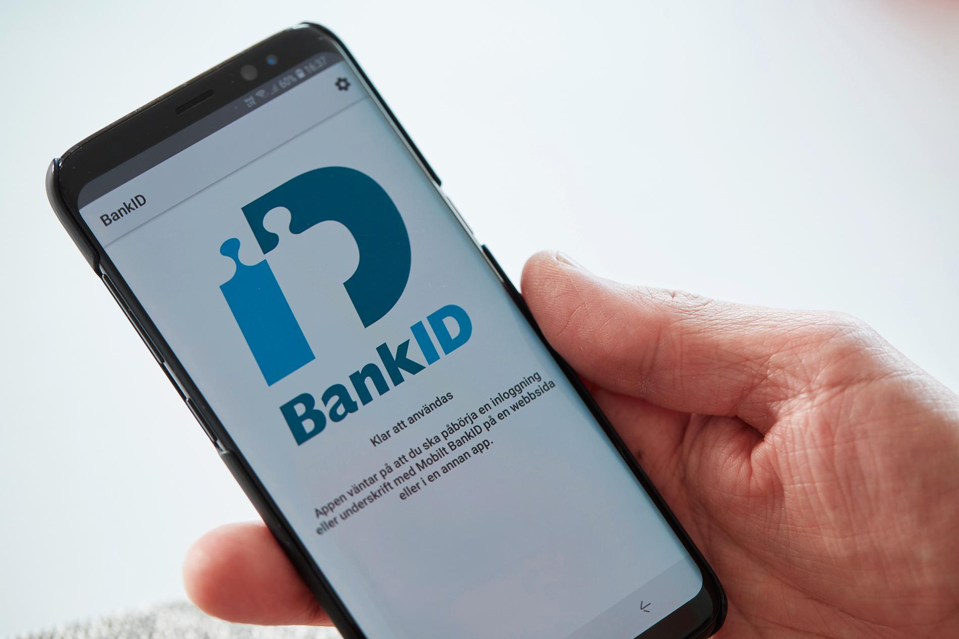 Bank-id-bedragare har lyckats tömma flera personers sparkonton på pengar.