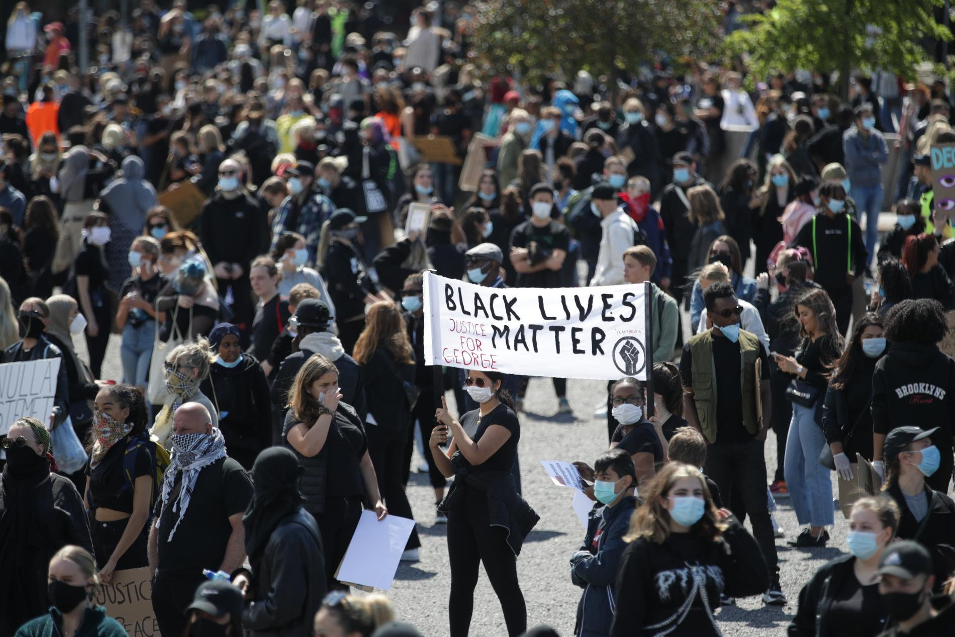 Polisen har inlett en särskilt händelse inför Black lives matter-demonstrationen på Heden i Göteborg. Redan innan den har dragit i gång är flera hundra personer på plats.